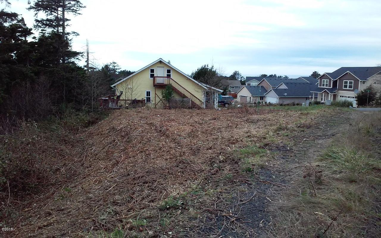 T/L 9 & 10 NE 71st St, Newport, OR 97365 - Cleared Lot