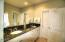 325 NW Coast St, H, Newport, OR 97365 - Masterbath3
