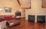 410 SE Grant St, Newport, OR 97365 - Living room - View 4 (1280x850)