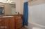 410 SE Grant St, Newport, OR 97365 - Guest Bath (1280x850)