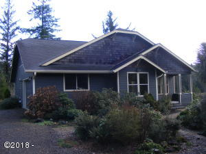 3988 N Bayview Rd, Waldport, OR 97394