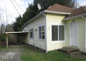 226 SE 4th St, Toledo, OR 97391 - Side of house