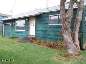 24 SW Lee St, Newport, OR 97365 - Front