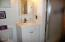 1902 SE Emerald Ct, Toledo, OR 97391 - Master bathroom