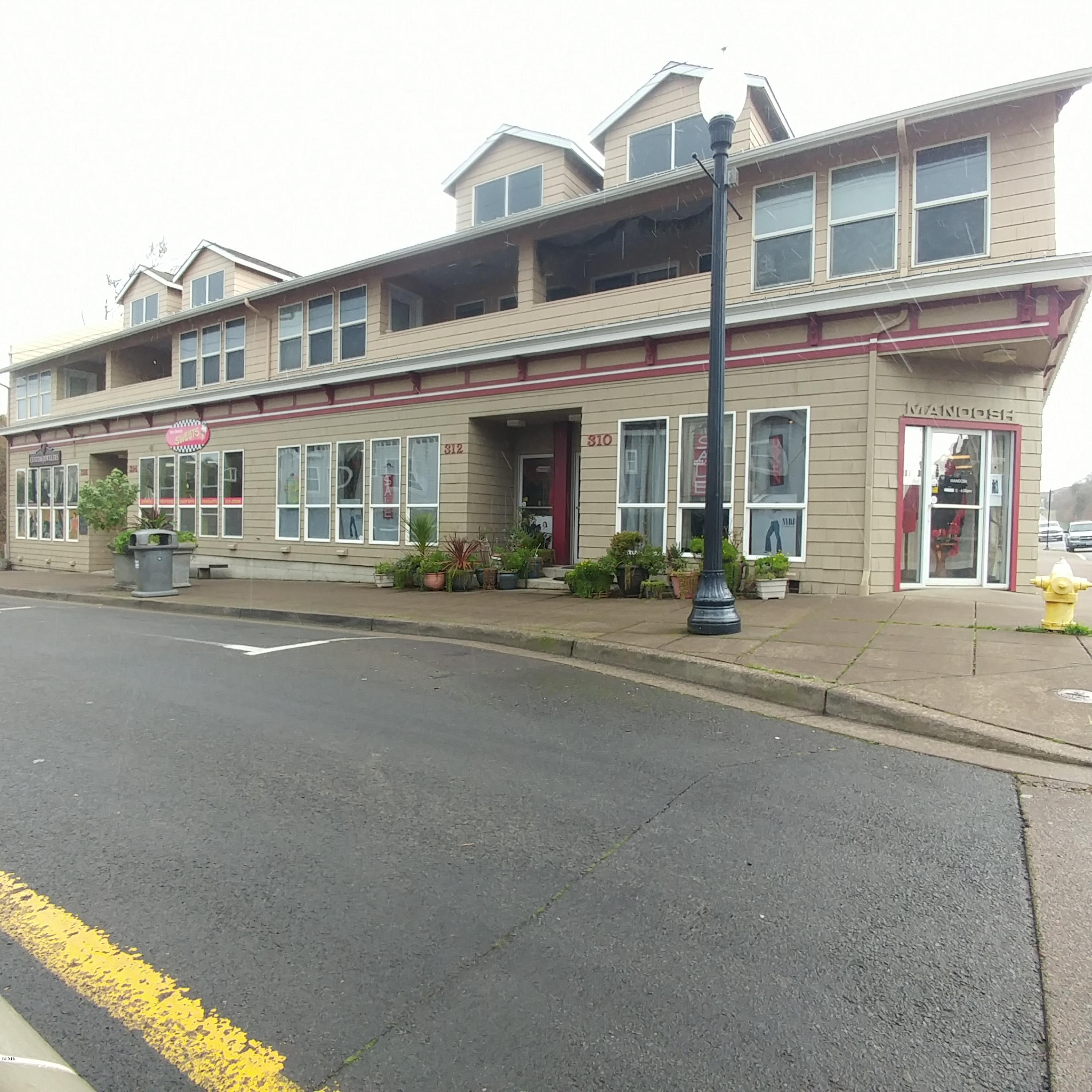 310-316 NW Coast St, Newport, OR 97365 - Front