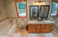 38 S Midway Ln, Lincoln City, OR 97367 - Master Bathroom