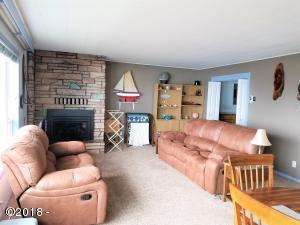 4239 SW Hwy 101, 20, Lincoln City, OR 97367 - Living Room