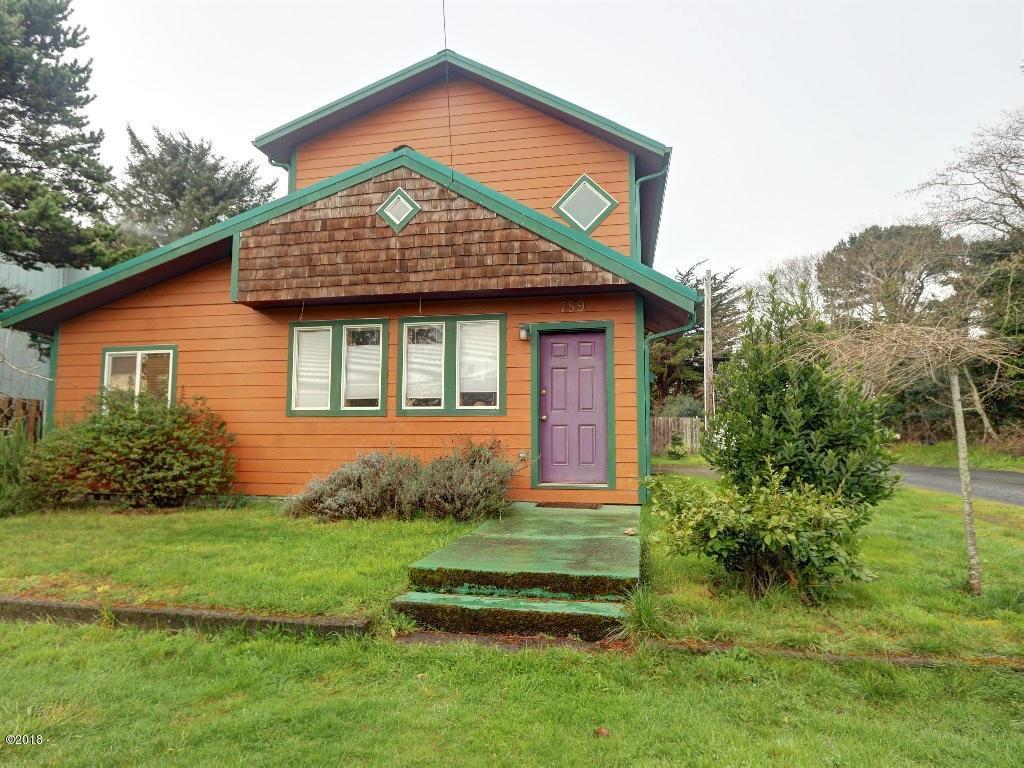 759 NW Lee St, Newport, OR 97365 - Front Door