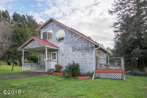 38 Greenhill Dr, Yachats, OR 97498 - Front of Home