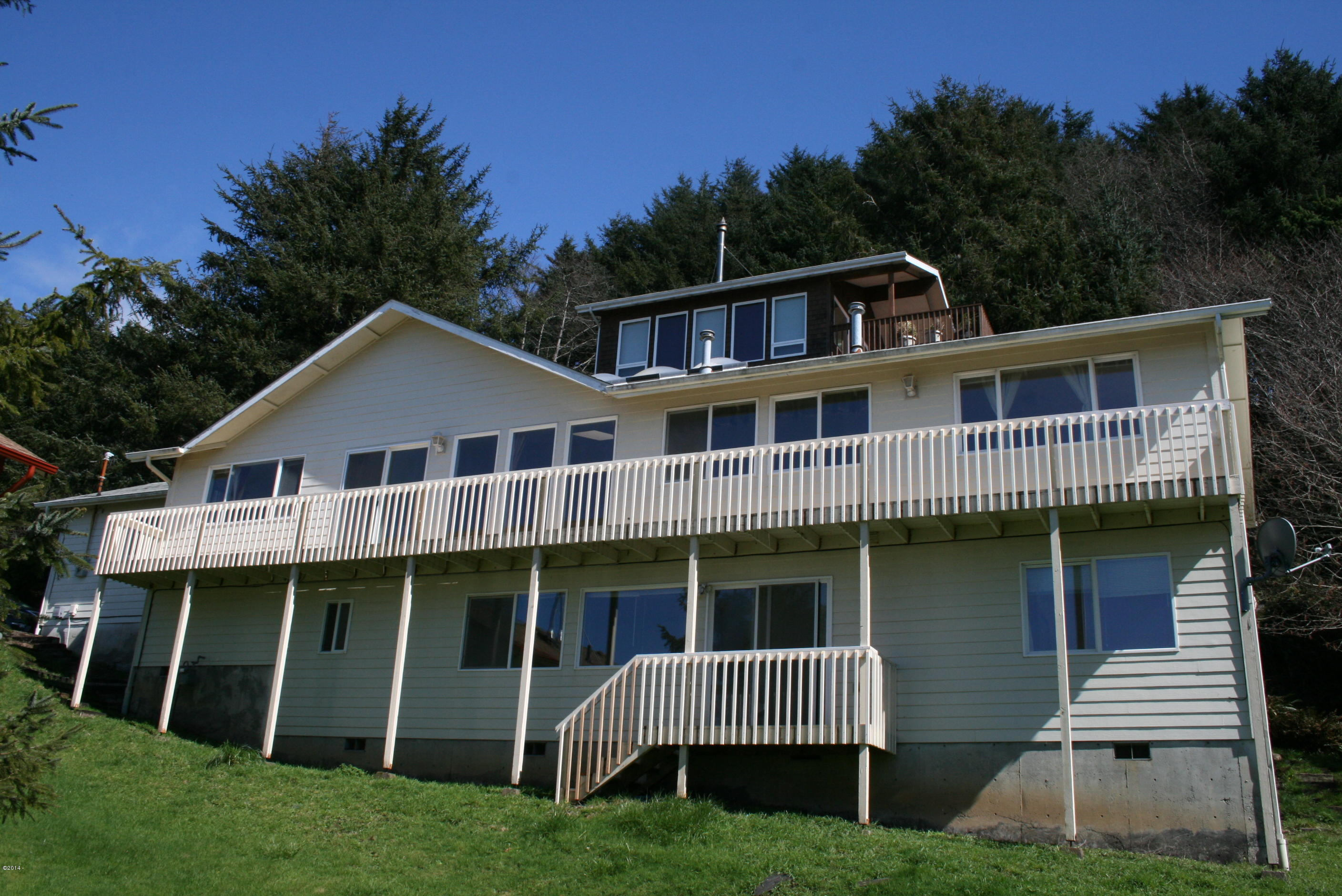 1960 NE 68th St, Lincoln City, OR 97367 - Home Facing Ocean