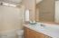 516 NW 56th St, Newport, OR 97365 - Guest bathroom