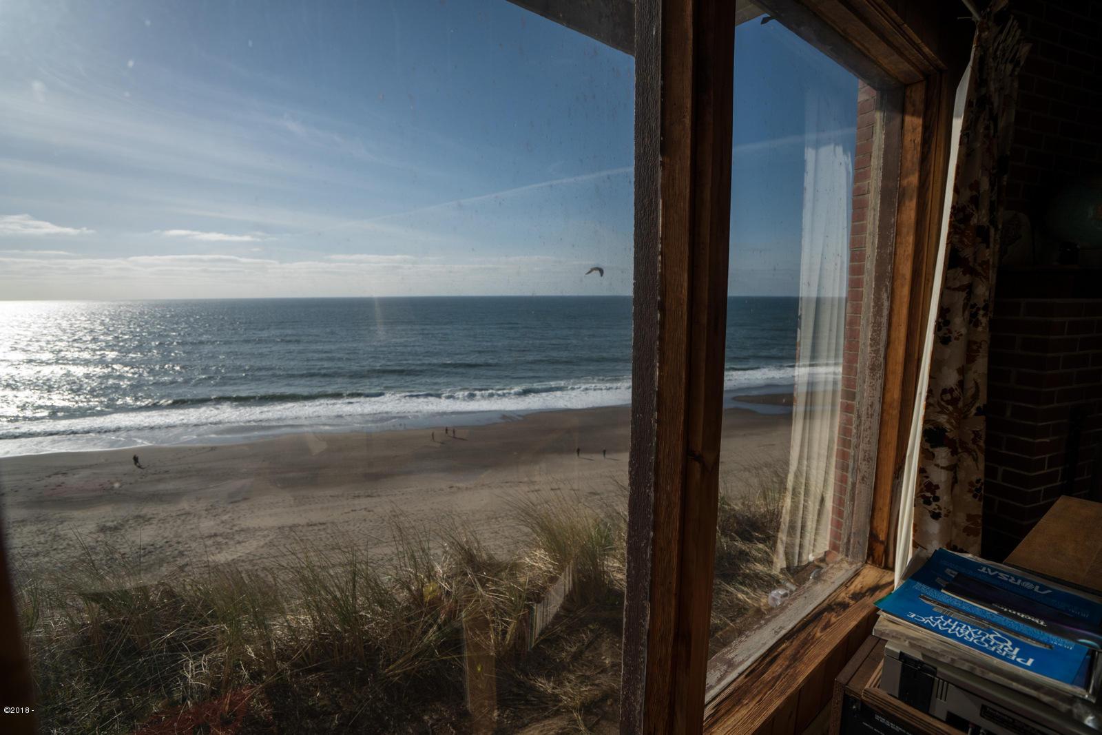 7265 Neptune, Gleneden Beach, OR 97388 - Living room ocean Views