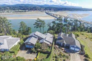 939 NW Highland Dr, Waldport, OR 97394