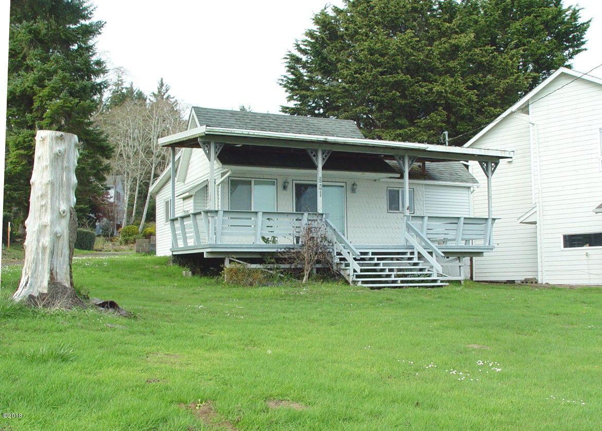901 NE Lake Dr, Lincoln City, OR 97367 - House photo