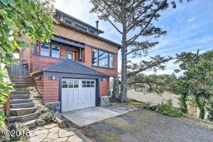437 SW 5th St, Newport, OR 97365 - Gorgeous Craftsman