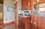 437 SW 5th St, Newport, OR 97365 - Wet bar