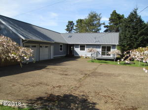 551 SE Keel Ave, Lincoln City, OR 97367 - Large Parking Area