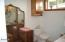 370 NE Williams Ave, Depoe Bay, OR 97341 - Master bath w/room for dressing table