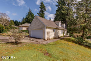 1930 NE Tide Ct, Lincoln City, OR 97367 - Front Corner