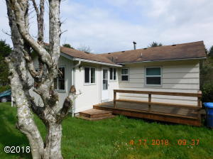 200 NE Forest Hill St, Yachats, OR 97498 - Back of house