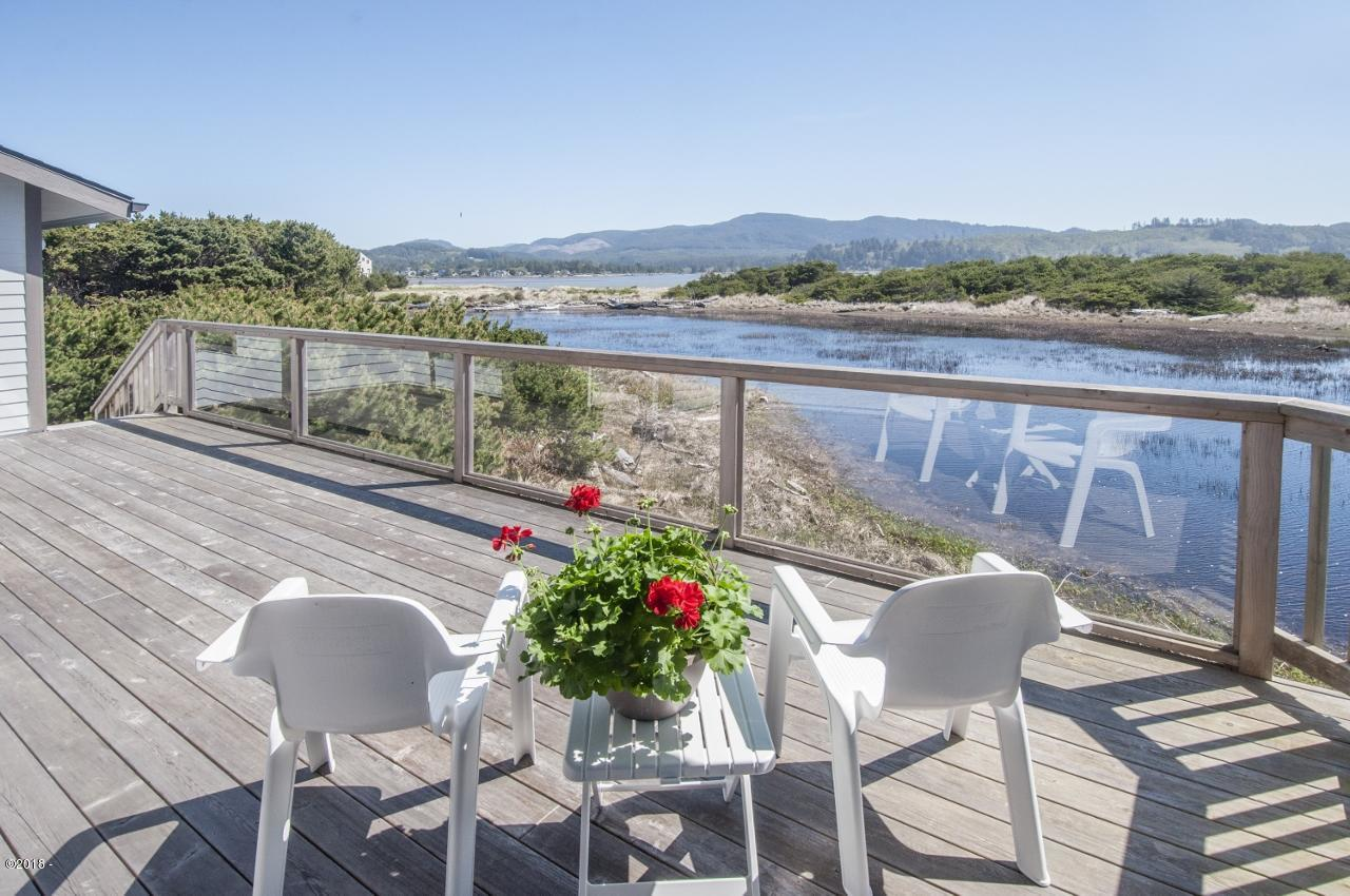 , Lincoln City, OR 97367 - The warm east facing deck