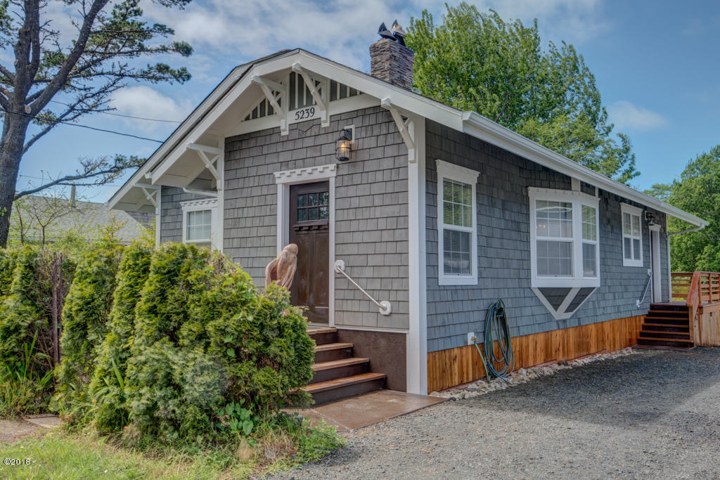 5239 NE Highland Ave, Yachats, OR 97498 - view from street