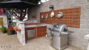 6225 N. Coast Hwy Lot 240, Newport, OR 97365 - Lot 240 Kitchen-BBQ 5-16-18