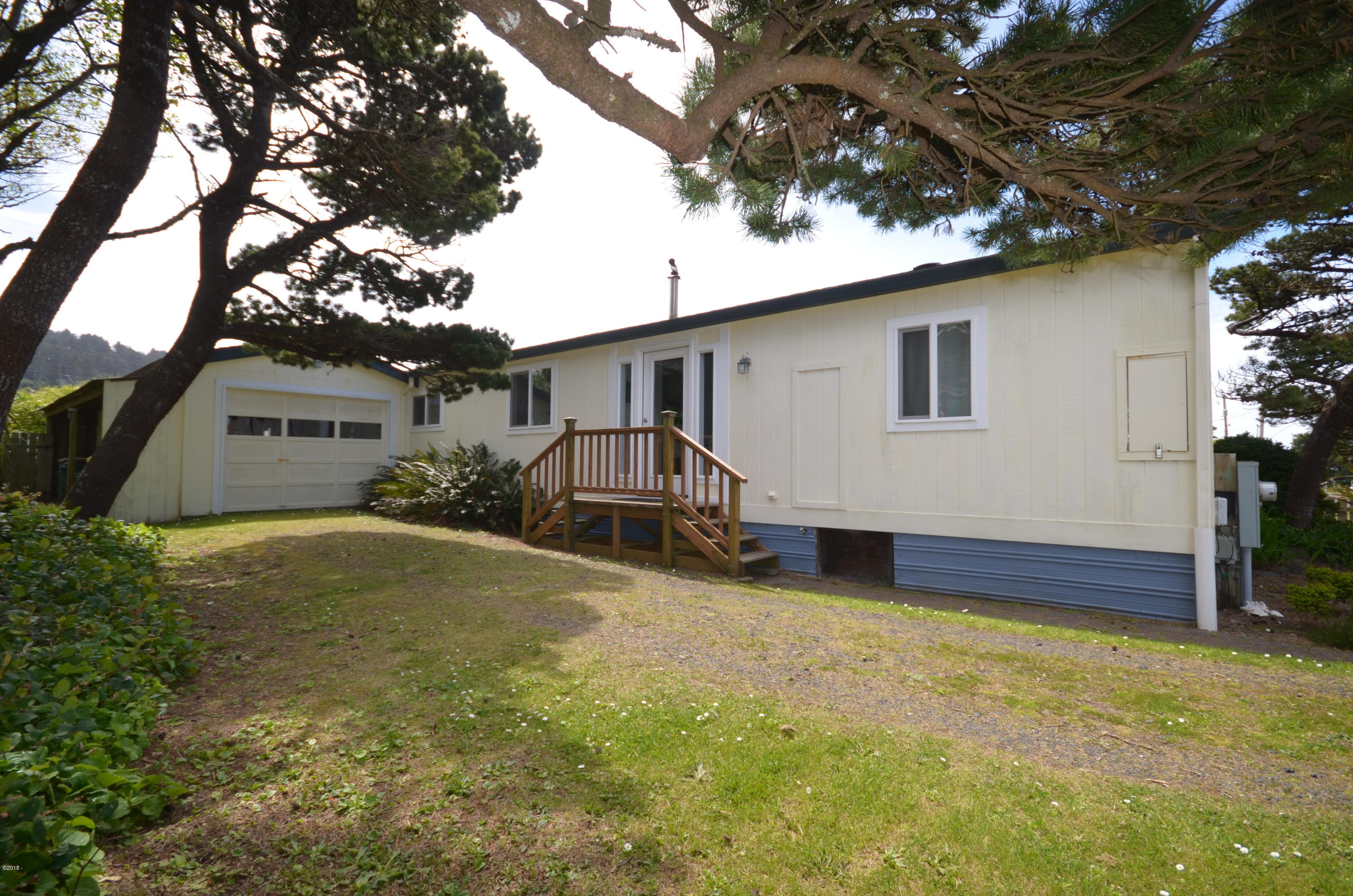 335 NW 60th St, Newport, OR 97365 - Exterior