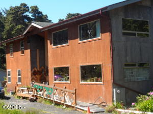 214 NE Camp One Rd, Yachats, OR 97498