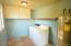 2208 NW Oceanview Dr, Newport, OR 97365 - Laundry