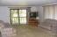 517,449 Thornton Creek Rd, Toledo, OR 97391 - Living Rm