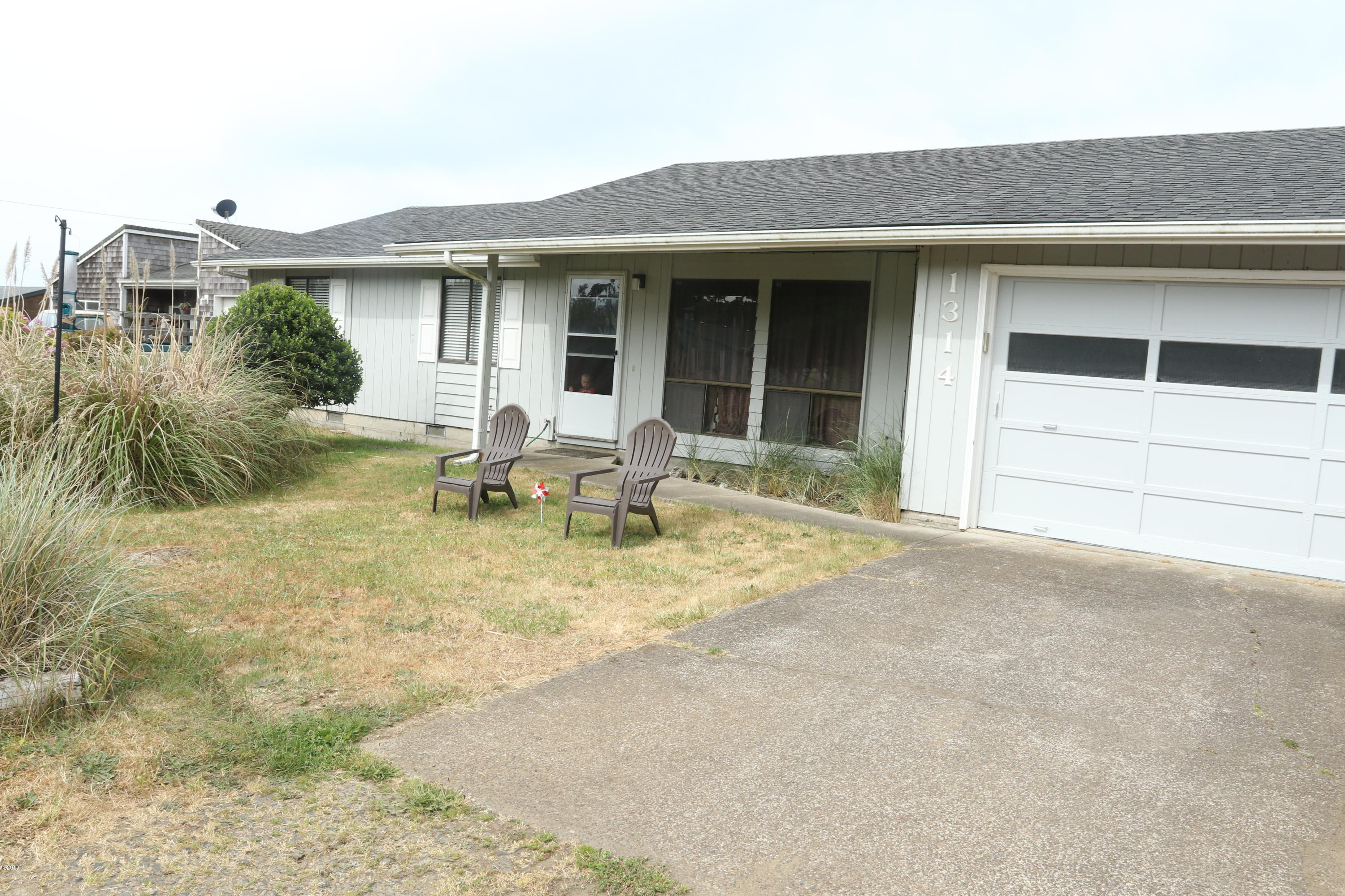 1314 NW Parker Ave, Waldport, OR 97394 - Front of the Home