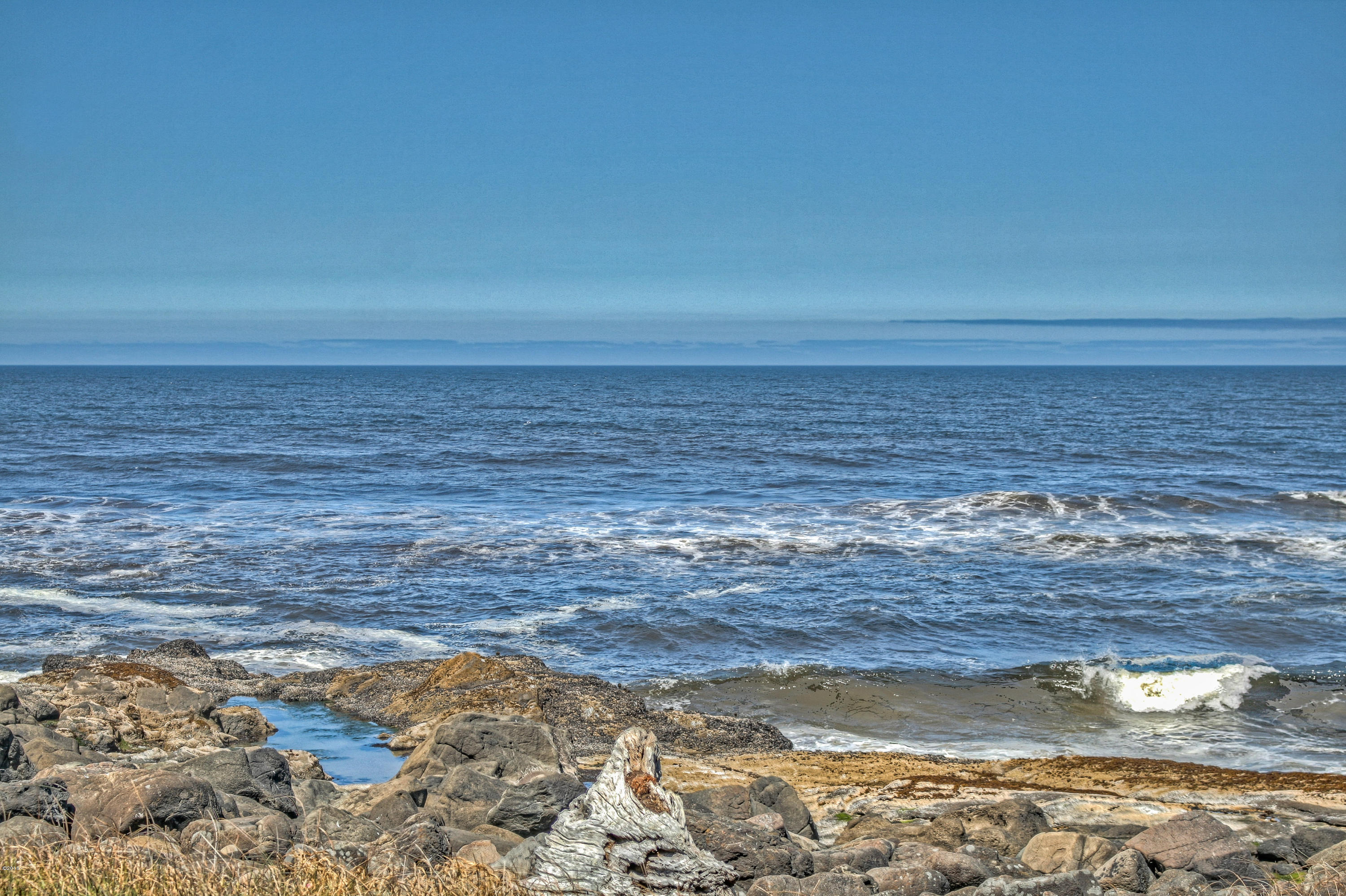 452 4th St, Yachats, OR 97498 - Just steps away