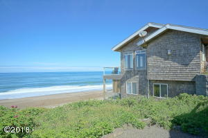 5145 Pelican LN, Depoe Bay, OR 97341
