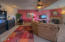 720 SW 6th St, J, Newport, OR 97365 - living rm