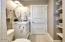 2945 SW Coast Ave, Lincoln City, OR 97367 - Main floor bath