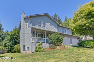 1230 NE Lakewood Dr, Newport, OR 97365 - Front