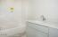 2760 NE 19th St, Lincoln City, OR 97367 - Guest Bath (1280x850)