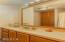 25 Lincolnshire Street, Depoe Bay, OR 97341 - Master Bathroom