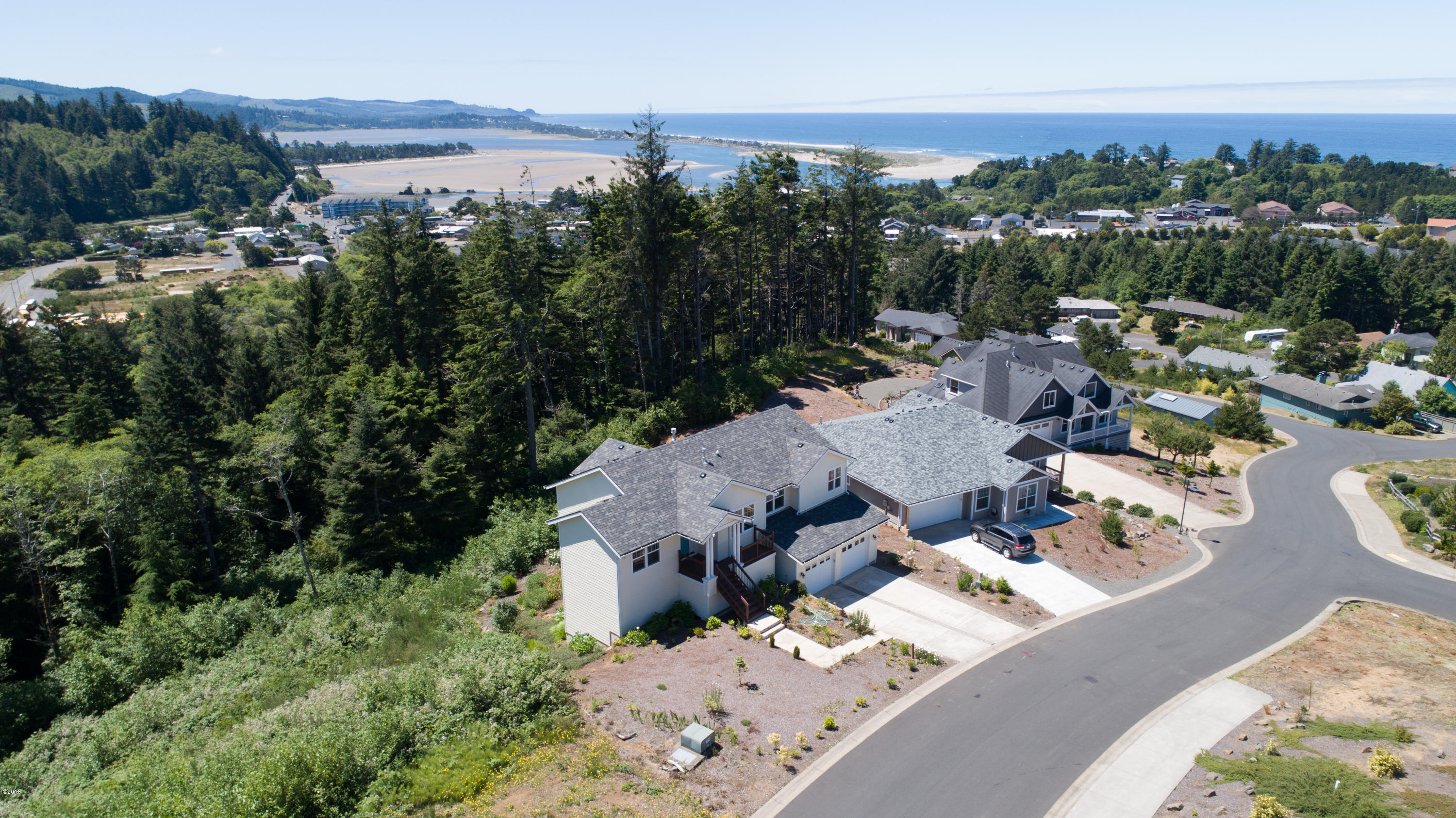 1498 SE 43rd St, Lincoln City, OR 97367 - Close to the beach & bay