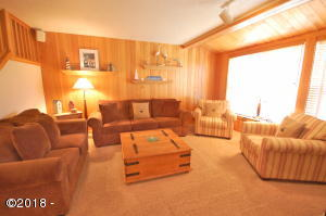 5970 Summerhouse Lane Share F & G, Pacific City, OR 97135 - Open Living Area