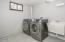 106 NW Nye St, Newport, OR 97341 - Laundry room