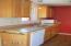 630 SW Fall St, F, Newport, OR 97365 - Kitchen