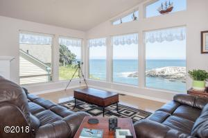 125 NW Vista St, Depoe Bay, OR 97341 - G Living Room - View 5 (1280x850)