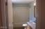 525 NE 10th St, Newport, OR 97365 - Master Bath