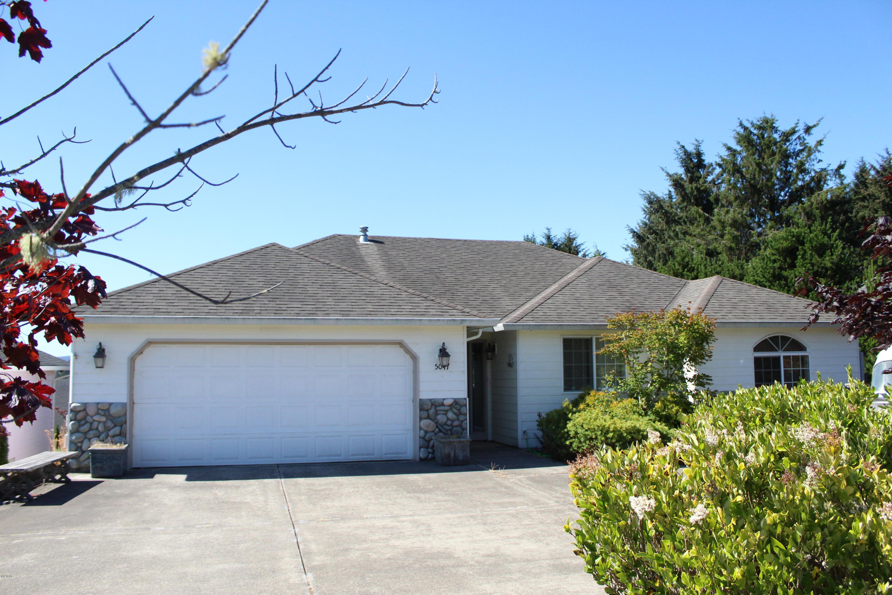 5047 NE Voyage Ave, Lincoln City, OR 97367