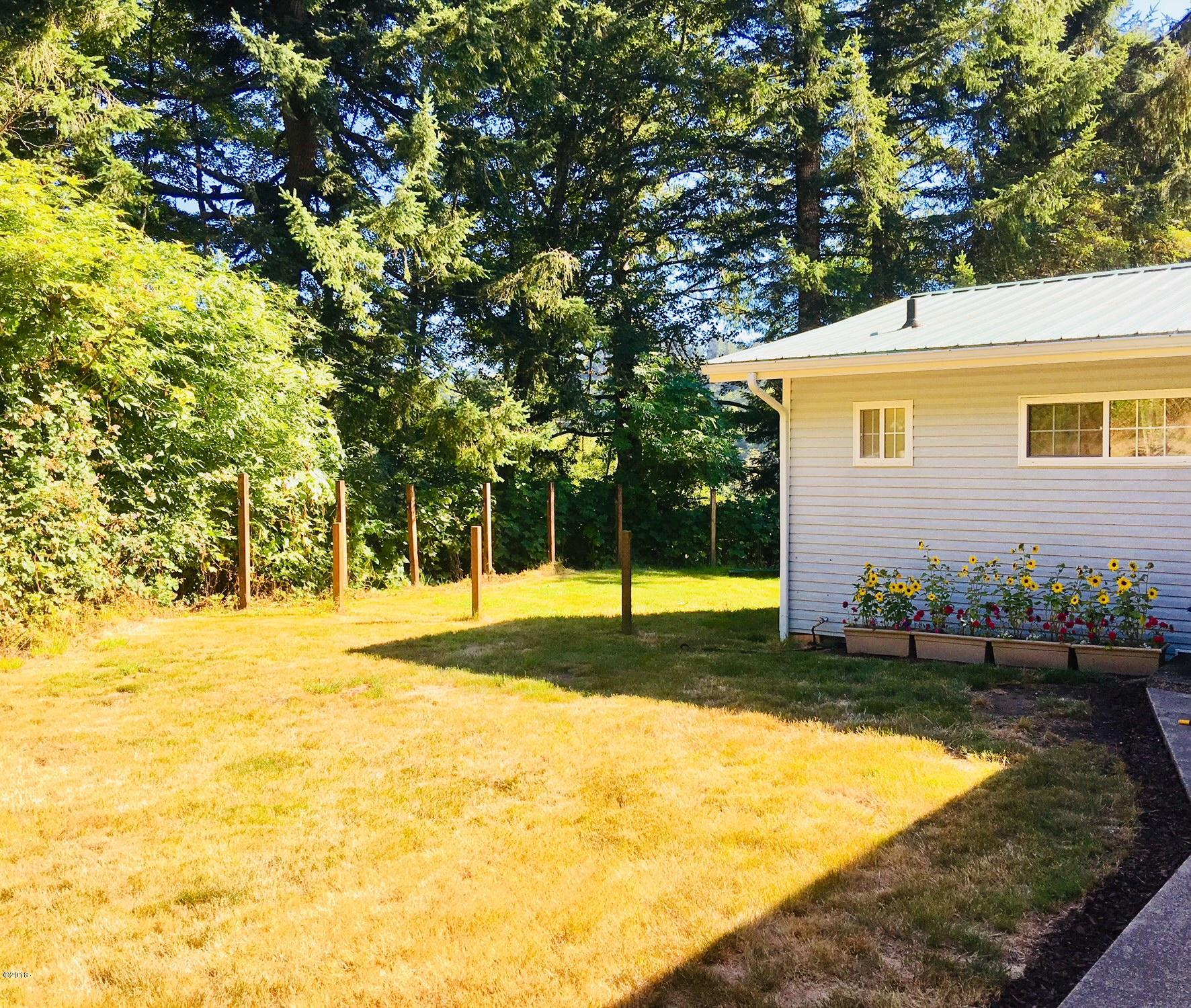494 Elk City Rd, Toledo, OR 97391 - Front Yard