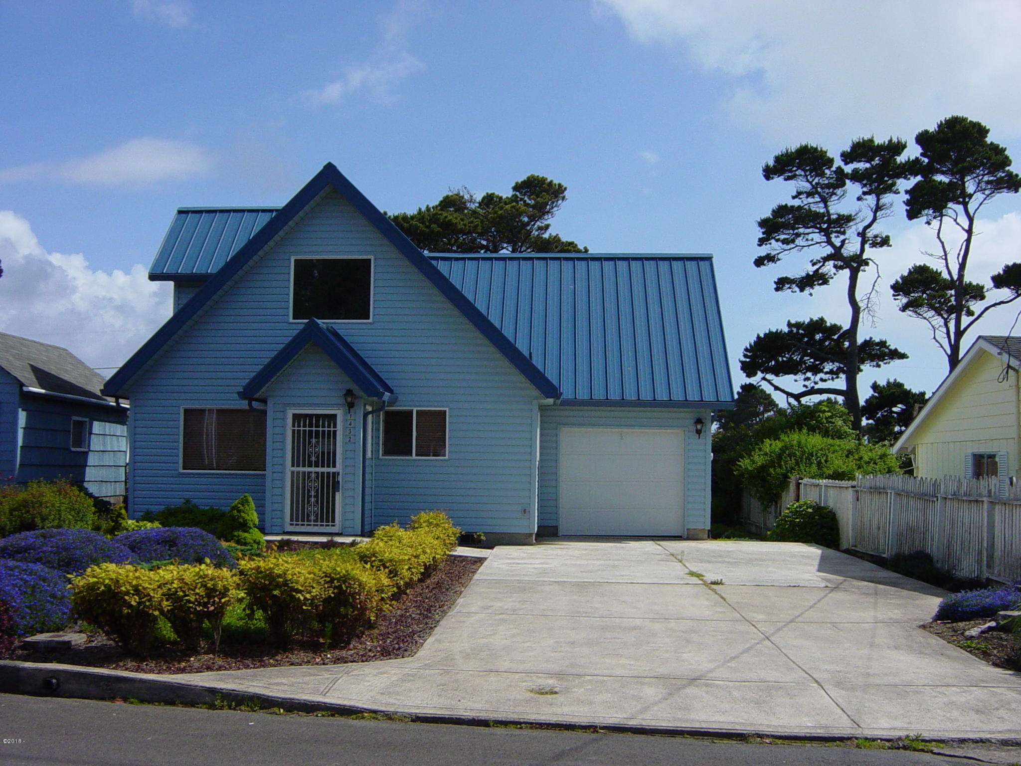 1432 NW 19th St, Lincoln City, OR 97367 - Front View