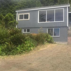 1754 Highway 101, Yachats, OR 97498 - front of home