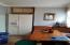 224 SE Surf Ave, Lincoln City, OR 97367 - Eating area
